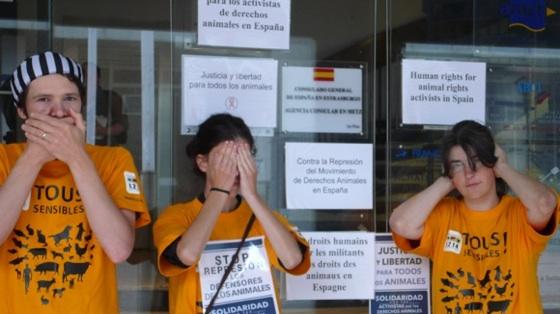 Rassemblement de solidarité devant l'agence consulaire de Metz